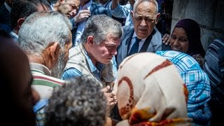 جلالة الملك يتفقد في زيارة مفاجئة أسرتين عفيفتين في دير علا | RHCJO