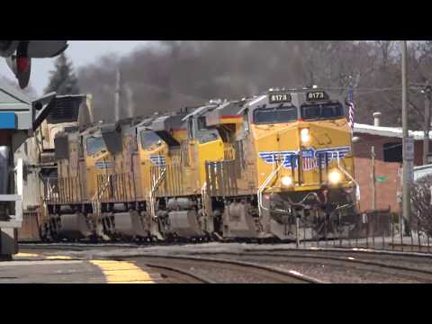 Intermodal Freight Trains With Heavy Power