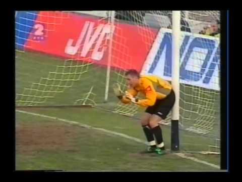 2003 (february 12) Serbia and Montenegro 2-Azerbaijan 2 (EC Qualifier).avi