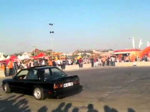 bmw e30's spinning in public