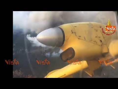 Incendi Val Susa, incredibili immagini a bordo del Canadair dei Vigili del Fuoco