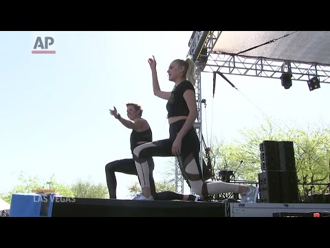 Kelsea Ballerini leads workout with fans in Vegas