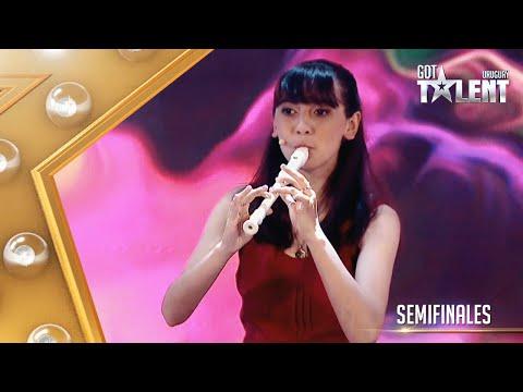 ¡SORPRESA! ESTELITA llegó con su flauta y sumó el piano a su show