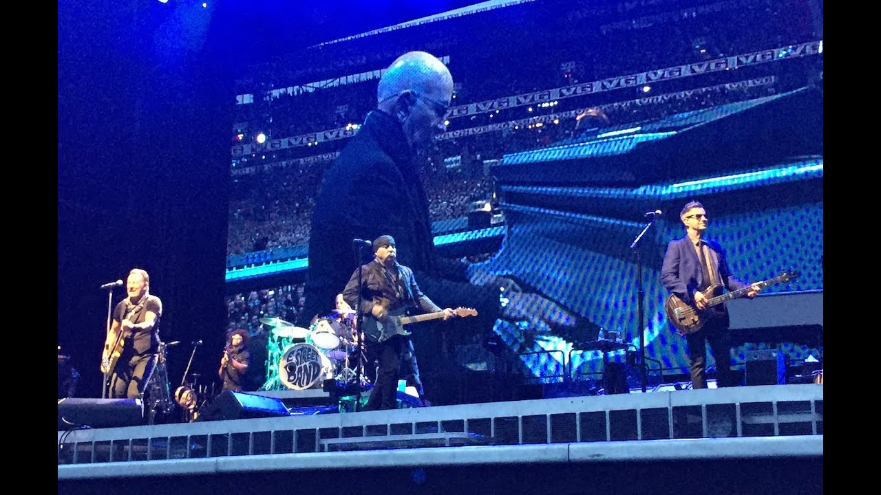 Bruce Springsteen And The E Street Band Lost In The Flood Pit