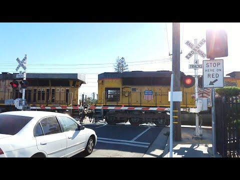 Fruitridge Road Railroad Crossing, UP 8893 LRS94 Local Light Power, Sacramento CA
