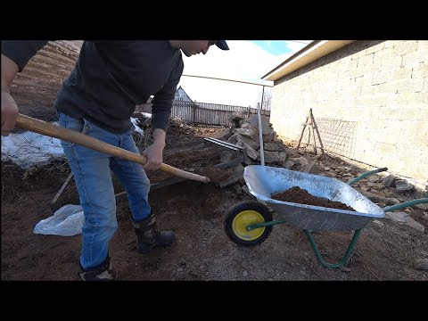 Строю ОГРОМНЫЙ  ГАРАЖ И МАСТЕРСКУЮ Обнаружил логово бобров/ Дом в деревне  работа на участке.