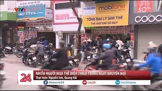 Nhiều người mua thẻ điện thoại trong ngày khuyến mại | VTV24