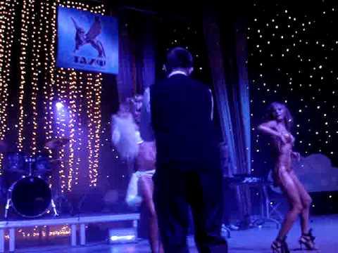 Пороно девушка танцует с парнем а потом ебутся по русски