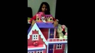 Bermain rumah rumahan barbie