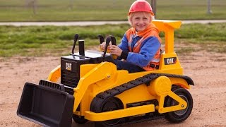 Repeat youtube video Kid Trax CAT Bulldozer - Kids Tractor (Unboxing and Riding)!