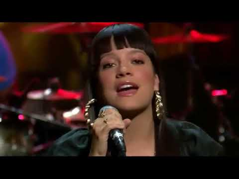 Lily Allen Performs