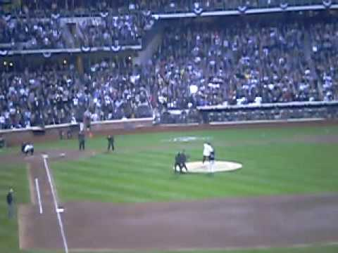 Tom Seaver throws first pitch at Citi Field to Mike Piazza