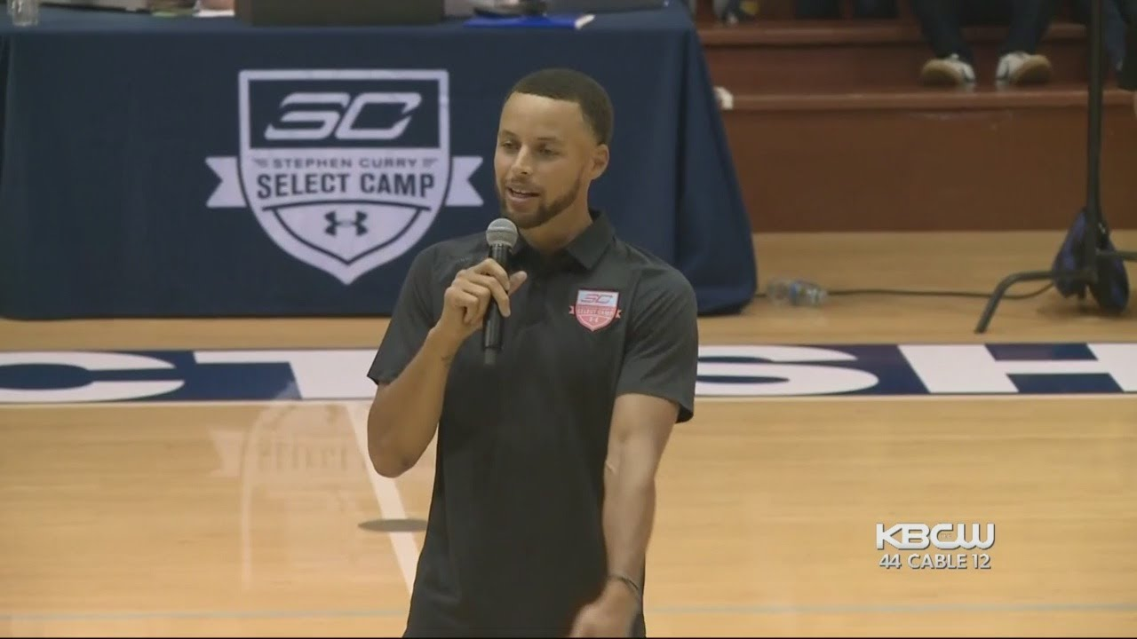 Stephen Curry Pays Tribute To Nia Wilson at Game