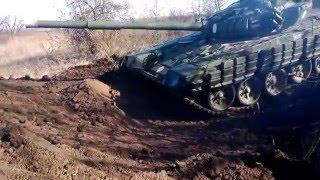 Т-72 закапывается