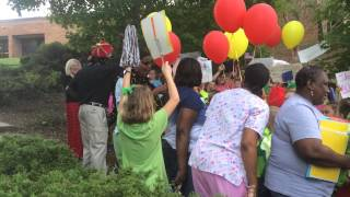 Cherokee Bend Elementary students throw surprise parade for custodians, cafeteria workers