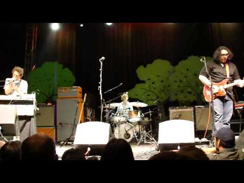 "Yo La Tengo - ""Big Day Coming"" (Dallas, 5/4/13)"
