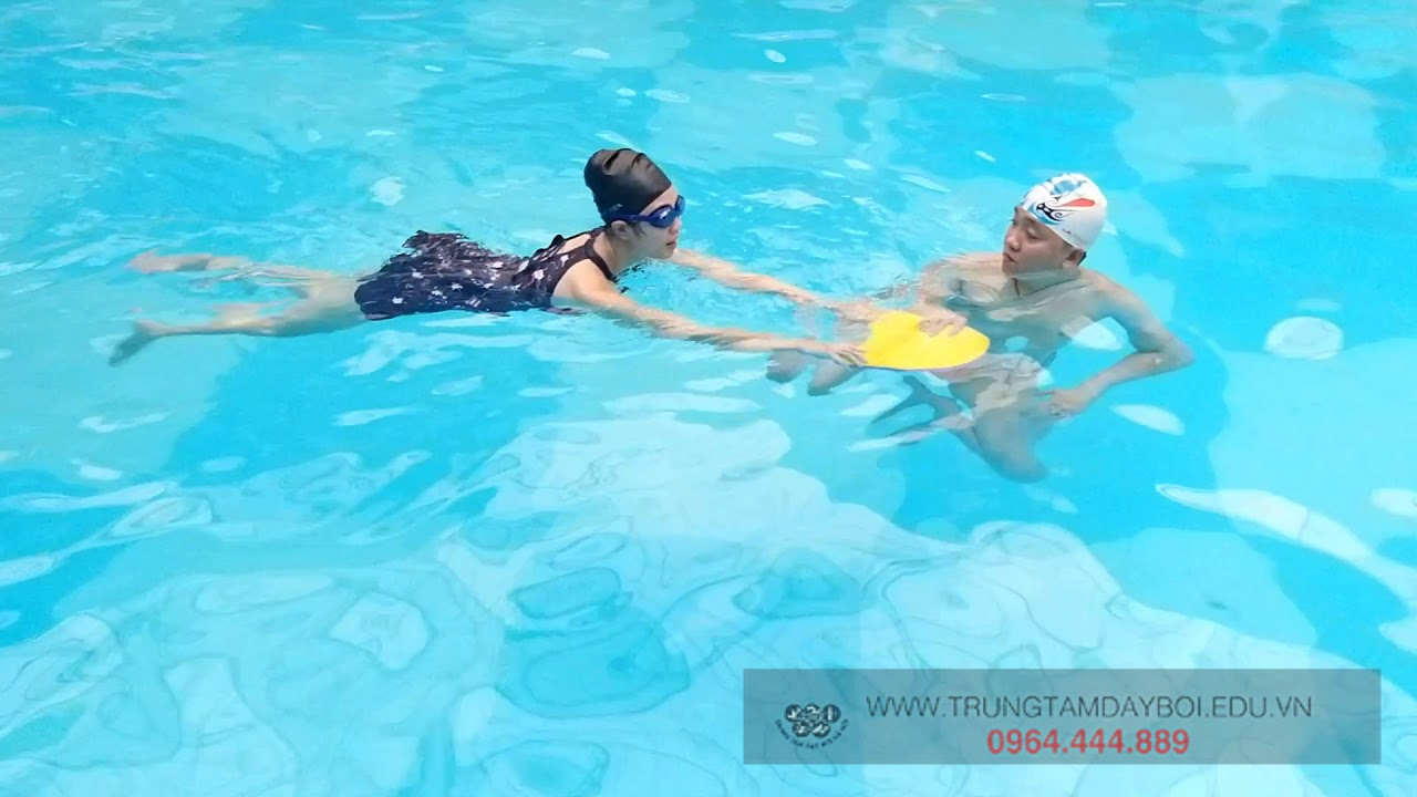 Dạy Bơi Cho Người Lớn – Hướng Dẫn Học Bơi Sải Trong 2 Buổi ( Buổi 1 Tâp Chân Sải )