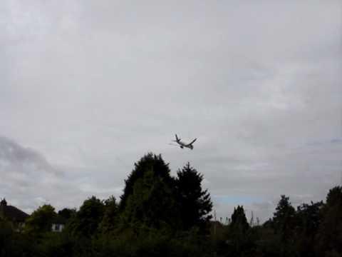 Boeing 787 Dreamliner lands at Farnborough Airport
