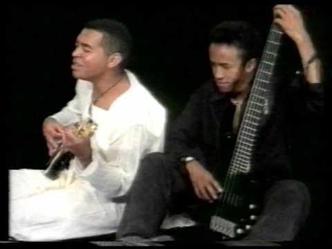 ZAHAY ROA by SAMOËLA (Album MANATOSAKA / Studio MARS 1999)