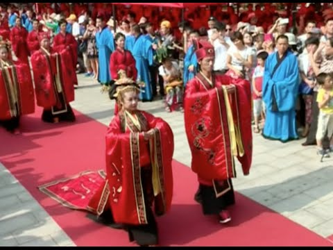 Six Pairs Participate in 3,000-year-old Chinese Han-style Wedding Ceremony