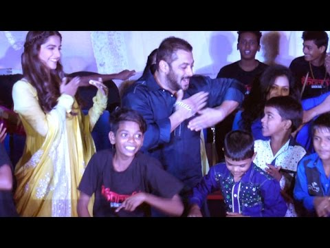 UNCUT - Salman Khan & Sonam Kapoor DANCE With Dharavi Kids - Prem Ratan Dhan Payo Promotions