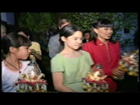 ฟ้าหญิงอุบลรัตน์ ทรงร่วมเวียนเทียนเนื่องในวันอาสาฬหบูชา ณ วัดบวรนิเวศวิหาร 29 กรกฎาคม 2539