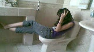 بسبب استخدام المناديل فى الحمام فتاه تتخـ ـ ـلص من صديقتها فى شقة للطالبات
