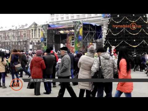 В Донецке открыли новогоднюю елку под символикой группировки «ДНР»