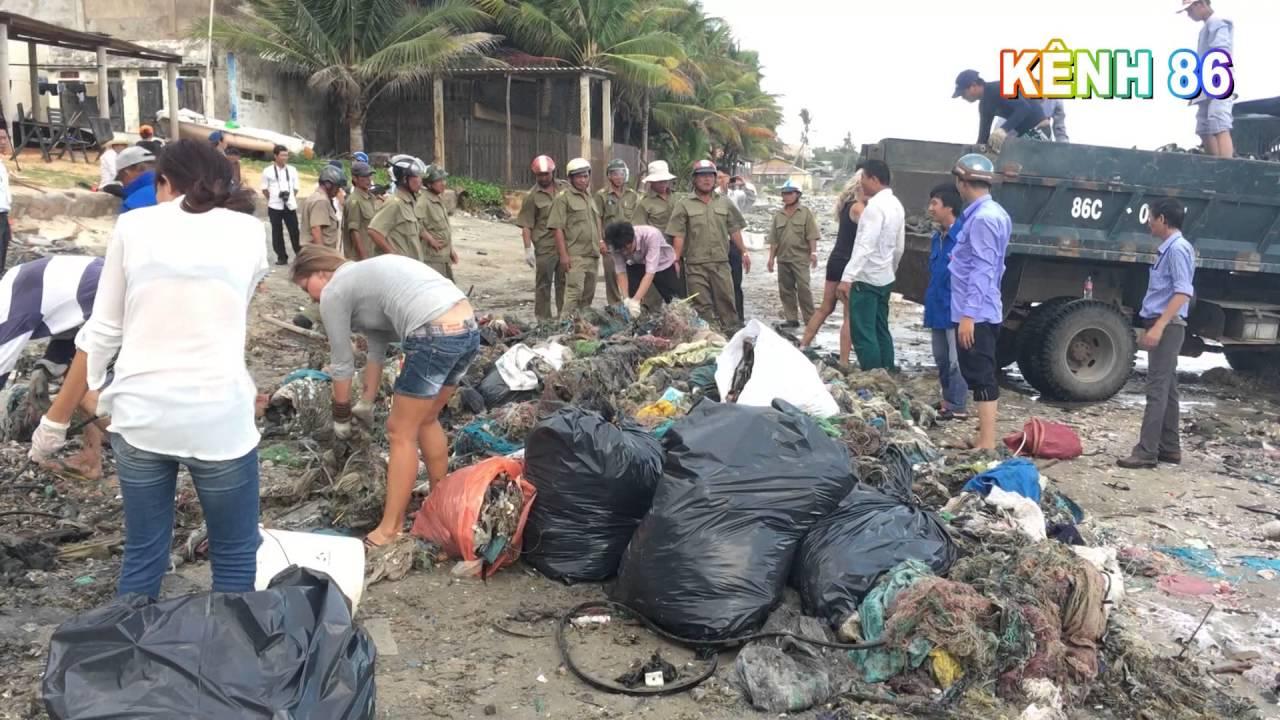 KÊNH 86 - Chính quyền vào cuộc dọn dẹp bãi rác khổng lồ dài gần 1 km nằm dọc bờ biển Mũi Né.