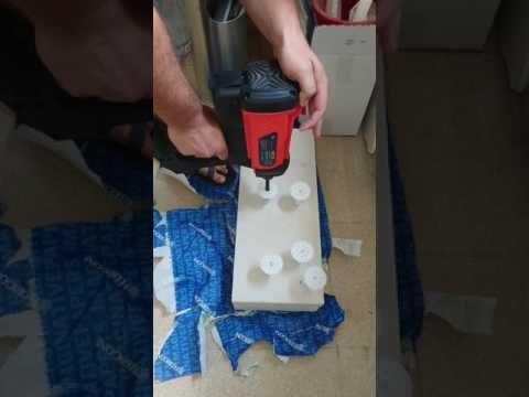 Fixing insulation anchors into aerated concrete block