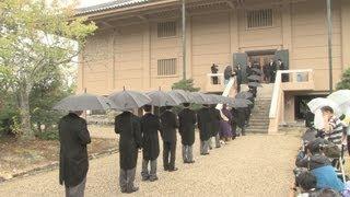 聖武天皇ゆかりの品を納めた奈良市の正倉院で3日、年に1度、宝庫の扉...