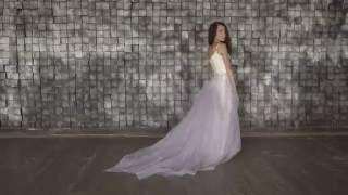 Пышное свадебное платье на бретелях со съемной ярусной юбкой лилового цвета