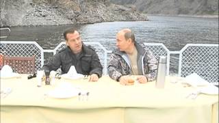 Putin and Medvedev day off in Tuva(Via Freevideo.com.rt. Russian President Vladimir Putin and Prime Minister Dmitry Medvedev spent the weekend in the national park of the Republic of Tyva., 2013-07-29T07:15:32.000Z)