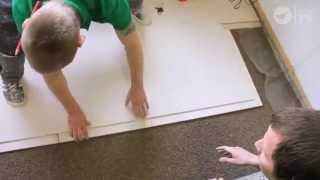 Монтаж сухой стяжки(Видео о монтаже сухой стяжки пола. О сухой стяжке, песчано-цементной и наливных полах вы можете прочитать..., 2014-10-15T07:31:54.000Z)