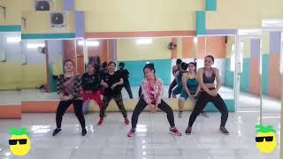 KAMU NYESELKANby Dilza Dangdut zumba senam kreasi choreo with Uki tea juwita studio