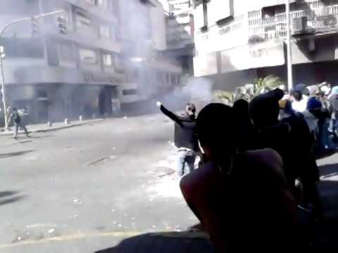 CARACAS  Disparos del colectivo hacia los estudiantes en Av Universidad 12f #LaSalida