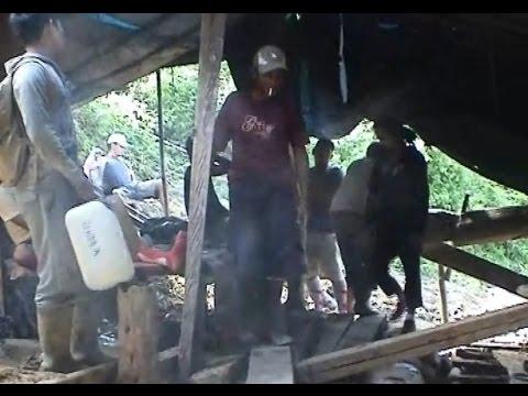 MARAKNYA TAMBANG EMAS TRADISIONAL ILLEGAL DI KABUPATEN MANDAILING NATAL SUMATERA UTARA