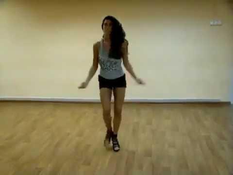 Парни сексуально танцуют