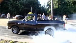 Big block Dodge shortbed burnout
