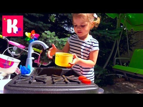 Катя варит суп и едет на велосипеде за зеленью / Новая плита с краном и водой / микро ВЛОГ