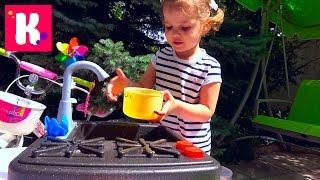 Катя варит суп и едет на велосипеде за зеленью для новой плиты с краном и водой микро ВЛОГ