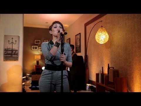 Melly Mono - Slow Down Baby (She Cover)(Live At Music Everywhere) **
