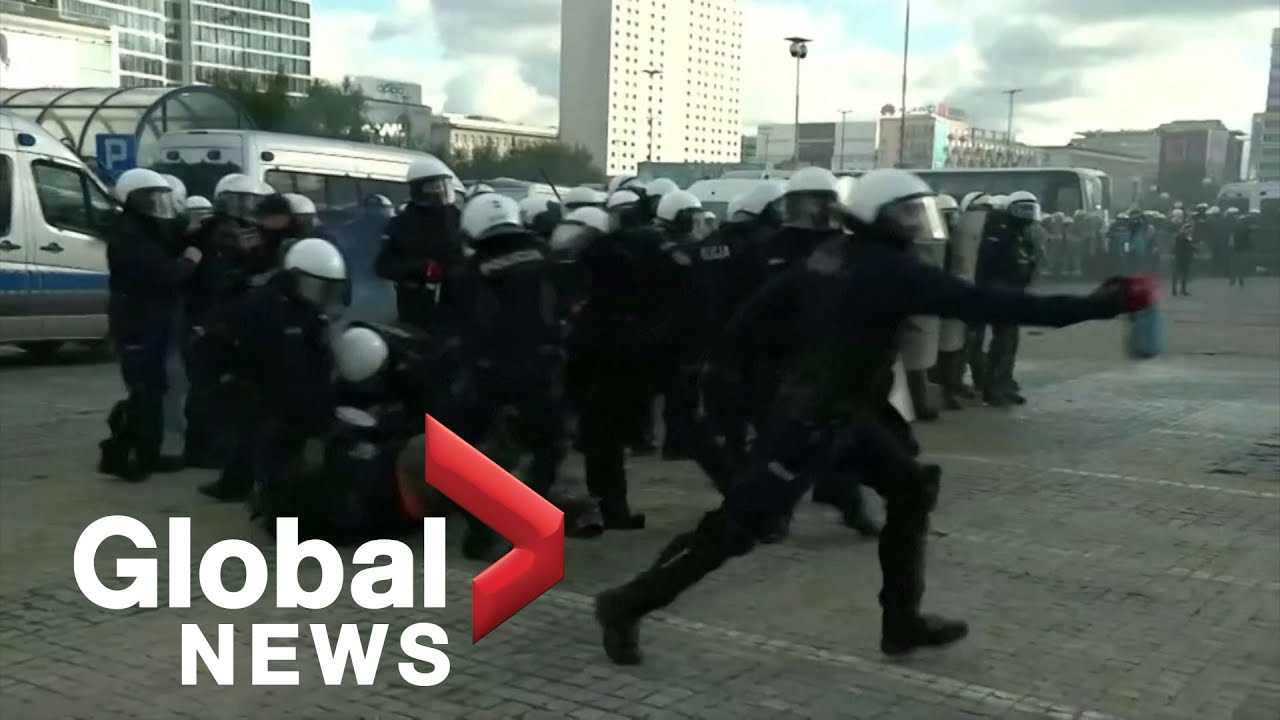 Coronavirus: Polish police use tear gas as thousands protest against COVID-19 restrictions