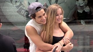 Baixar EXCLUSIVE - Austin Mahone doing shopping in Paris on Champs Elysees