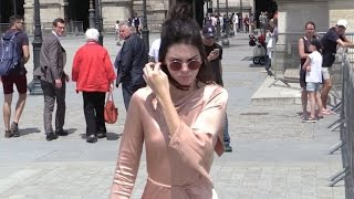 EXCLUSIVE: Kendall Jenner goes for lunch at the Louvres before Givenchy show in Paris ケンダルジェンナー 検索動画 25