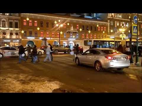 Пешеходы и водители.