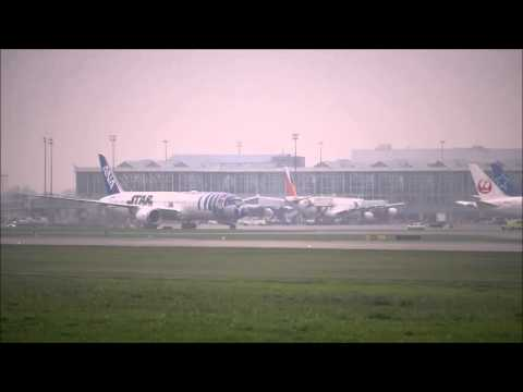 The First Flight R2-D2 ANA Jet arrived in Vancouver Airport Canada (YVR)