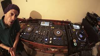 PIONEER XDJ-RX2 IS NOT VERY GOOD DJ