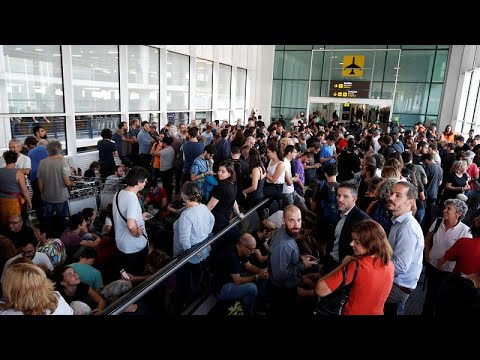 شاهد: شغب في مطار برشلونة احتجاجاً على الأحكام ضد قادة انفصال كتالونيا…  - نشر قبل 1 ساعة