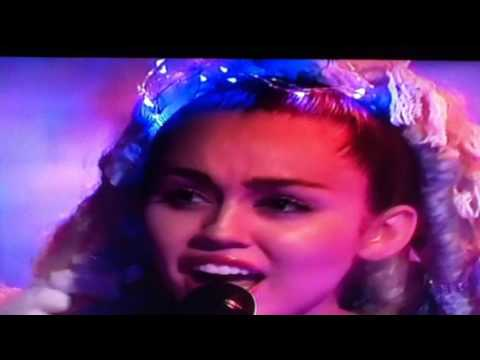 Miley Cyrus - Twinkle Song - SNL Live